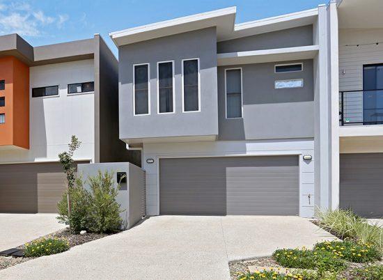 Versatile, open plan family home with rear garden & alfresco entertainment area.
