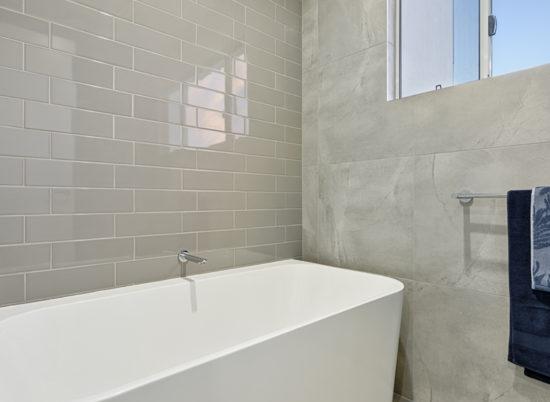 24 Amity__SCR_0007_Main Bath 1