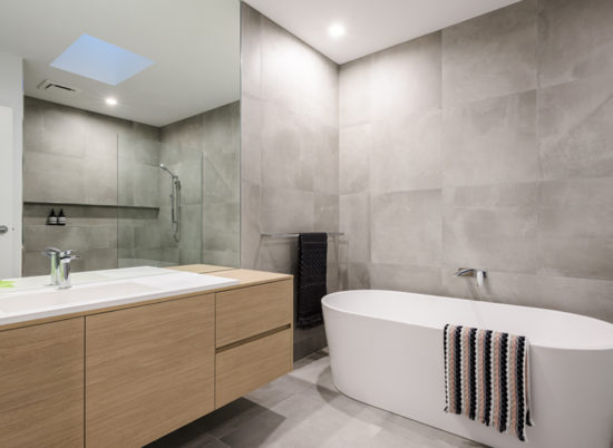 Property_4_Sale_800x600__SCR_0010_Main Bath 1