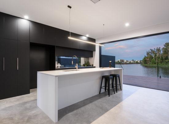 Property_4_Sale_800x600__SCR_0013_Kitchen Deck 2