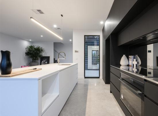 Property_4_Sale_800x600__SCR_0016_Kitchen 2